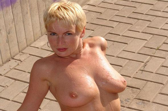 blonde mit dicken titten