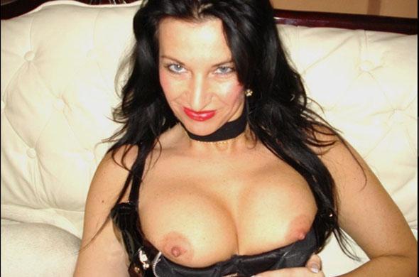 reifes cam weib zeigt ihre prallen titten